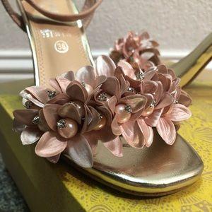 Size 7.5 Mary Paz High Heels